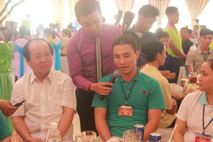 Lãnh đạo TP HCM vui Tết cùng công nhân - Ảnh 1.