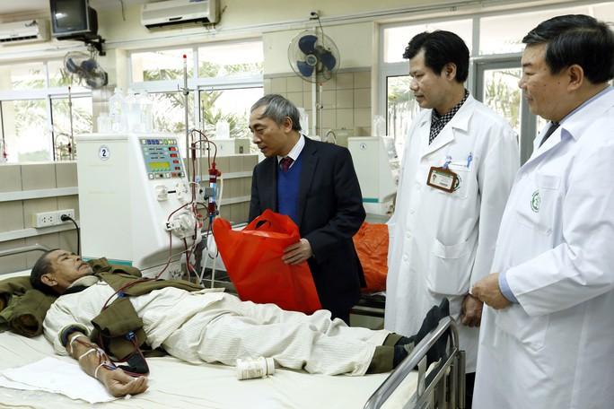 (Xuanonline 29Tet 14.2) Tết Nguyên đán: Bệnh nhân nhận lì xì, ăn miễn phí - Ảnh 6.