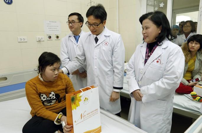 (Xuanonline 29Tet 14.2) Tết Nguyên đán: Bệnh nhân nhận lì xì, ăn miễn phí - Ảnh 2.