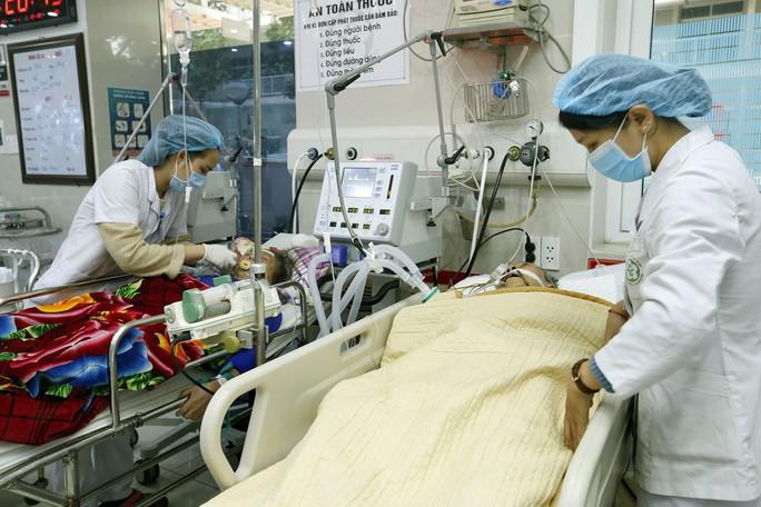 (Xuanonline 29Tet 14.2) Tết Nguyên đán: Bệnh nhân nhận lì xì, ăn miễn phí - Ảnh 12.