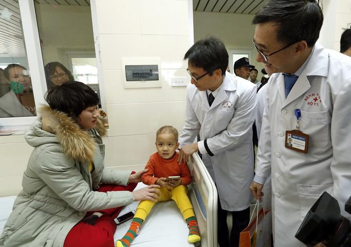 (Xuanonline 29Tet 14.2) Tết Nguyên đán: Bệnh nhân nhận lì xì, ăn miễn phí - Ảnh 1.
