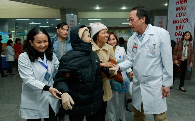 (Xuanonline 29Tet 14.2) Tết Nguyên đán: Bệnh nhân nhận lì xì, ăn miễn phí - Ảnh 15.