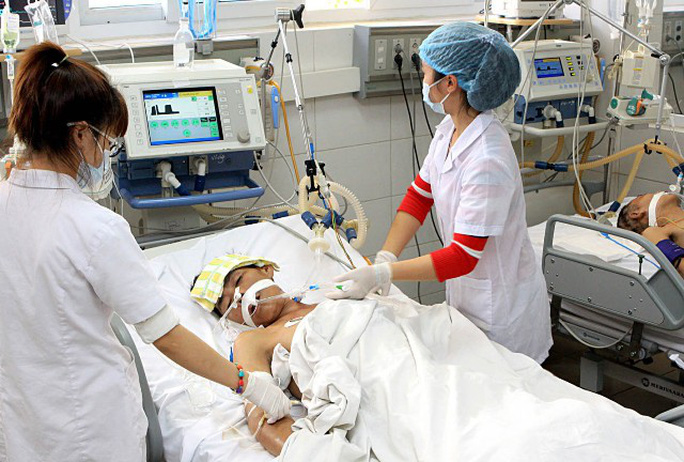 Bộ Y tế họp khẩn chống dịch cúm, bệnh viện lo thiếu thuốc điều trị - Ảnh 1.