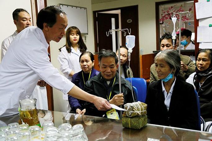 (Xuanonline 29Tet 14.2) Tết Nguyên đán: Bệnh nhân nhận lì xì, ăn miễn phí - Ảnh 21.