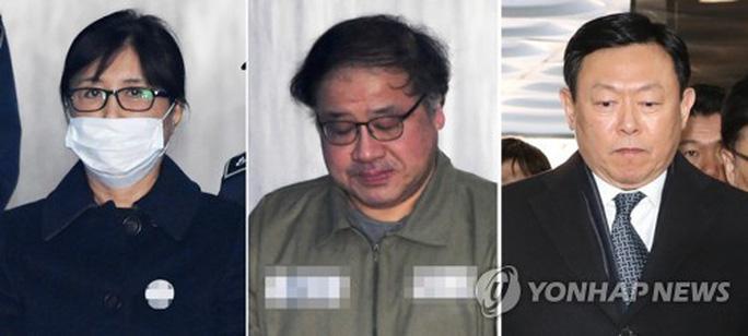 20 năm tù giam cho bạn thân cựu tổng thống Hàn Quốc - Ảnh 2.