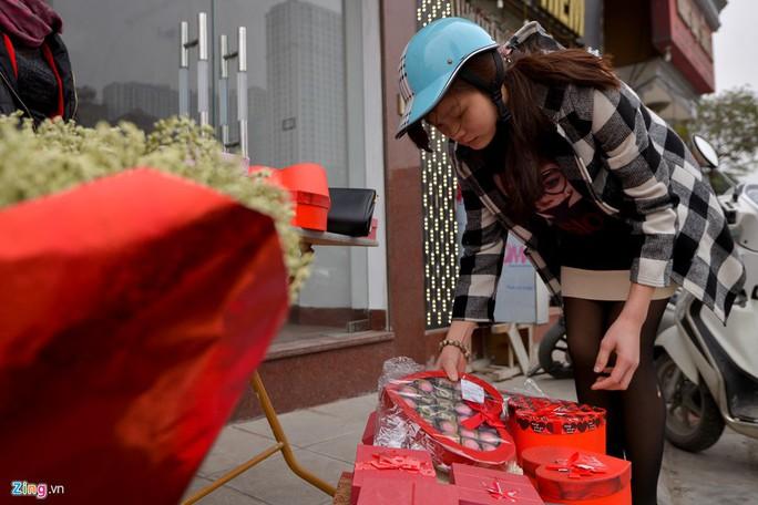 Thị trường quà tặng Valentine lu mờ vì không khí Tết - Ảnh 9.