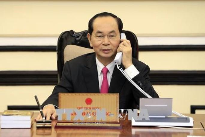 Chủ tịch nước Trần Đại Quang điện đàm với Tổng thống Mỹ Donald Trump - Ảnh 1.