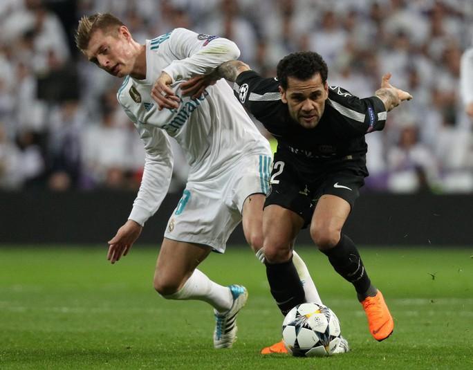 HLV Zidane cười tươi khi Ronaldo lập cú đúp đánh bại PSG - Ảnh 1.