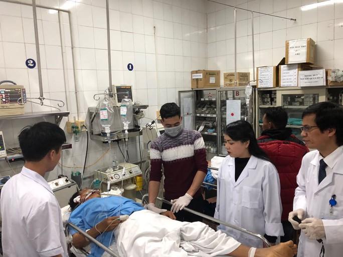 Bộ trưởng Nguyễn Thị Kim Tiến thăm nữ bác sĩ bị ung thư trong đêm giao thừa - Ảnh 1.