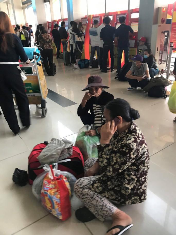 30 tháng chạp: Bến xe vắng hoe, sân bay Tân Sơn Nhất vẫn đông nghẹt - Ảnh 19.