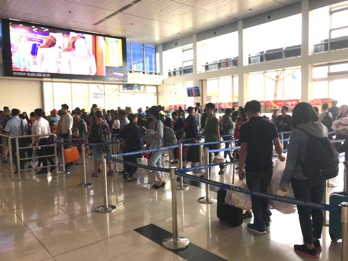 30 tháng chạp: Bến xe vắng hoe, sân bay Tân Sơn Nhất vẫn đông nghẹt - Ảnh 16.