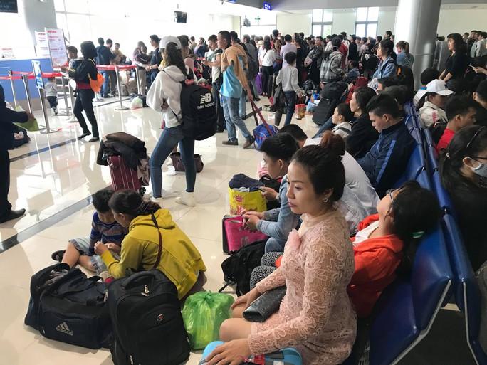 30 tháng chạp: Bến xe vắng hoe, sân bay Tân Sơn Nhất vẫn đông nghẹt - Ảnh 20.