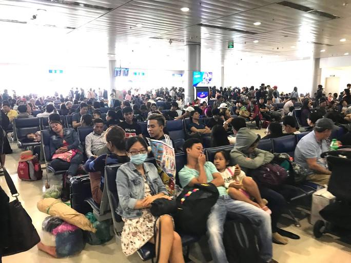 30 tháng chạp: Bến xe vắng hoe, sân bay Tân Sơn Nhất vẫn đông nghẹt - Ảnh 17.