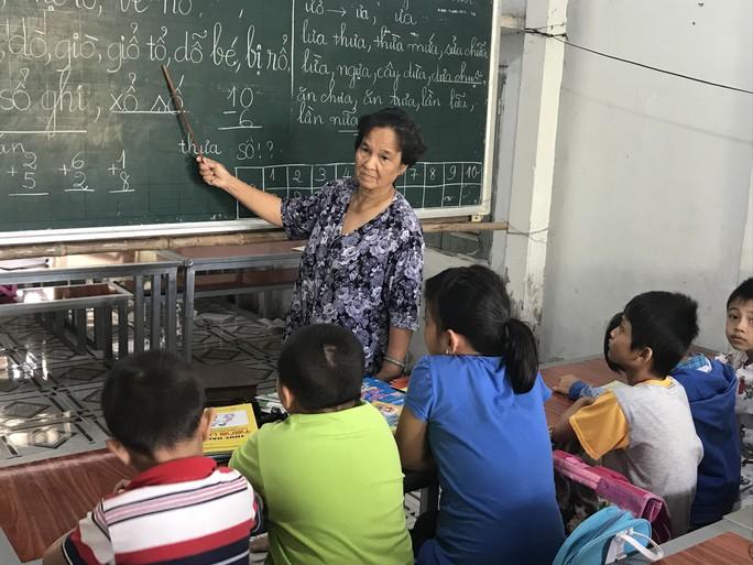 Cô giáo 40 năm dạy chữ miễn phí cho trẻ nghèo - Ảnh 1.