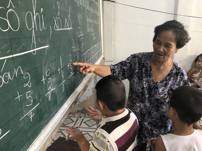 Cô giáo 40 năm dạy chữ miễn phí cho trẻ nghèo - Ảnh 3.