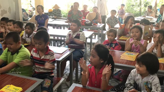 Cô giáo 40 năm dạy chữ miễn phí cho trẻ nghèo - Ảnh 2.