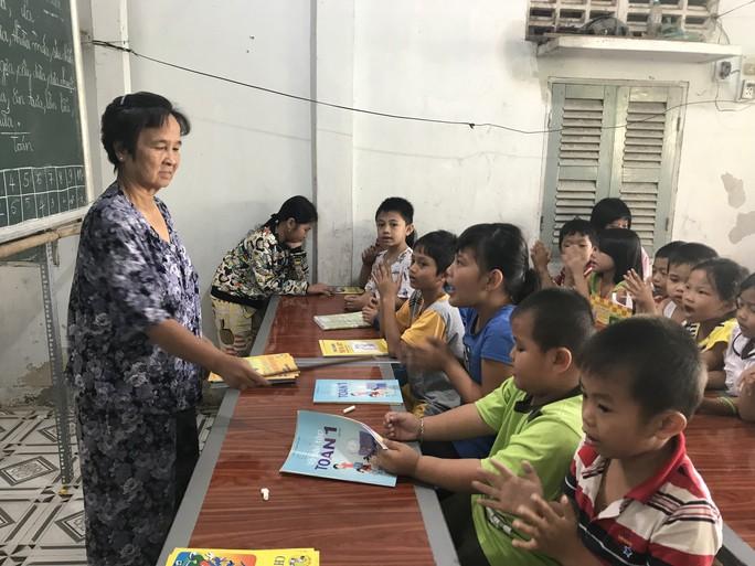 Cô giáo 40 năm dạy chữ miễn phí cho trẻ nghèo - Ảnh 4.