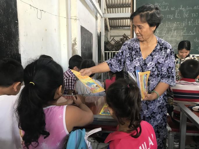 Cô giáo 40 năm dạy chữ miễn phí cho trẻ nghèo - Ảnh 5.