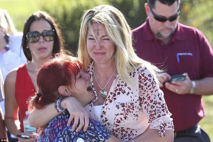 Mỹ: Xả súng trong trường học, 17 người chết - Ảnh 6.