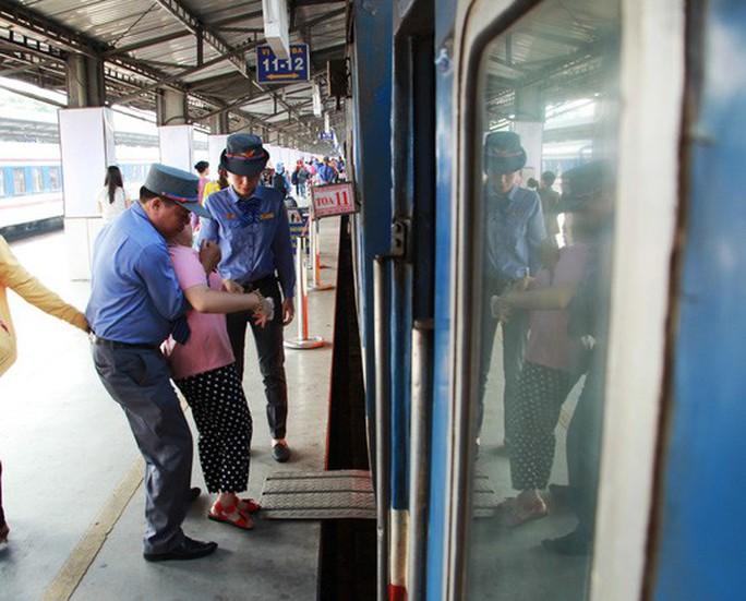 30 tháng chạp: Bến xe vắng hoe, sân bay Tân Sơn Nhất vẫn đông nghẹt - Ảnh 9.