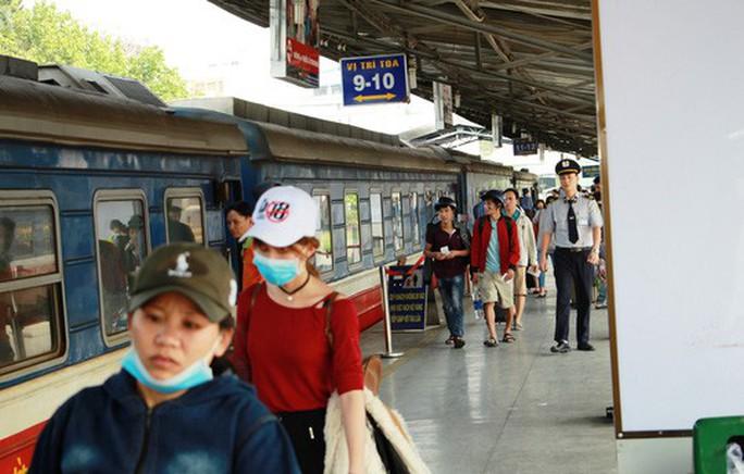 30 tháng chạp: Bến xe vắng hoe, sân bay Tân Sơn Nhất vẫn đông nghẹt - Ảnh 10.