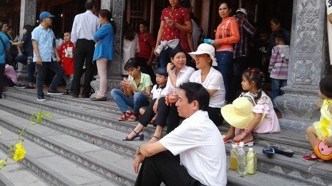 Mướt mồ hôi ở ngôi chùa lớn nhất miền Tây ngày mùng 1 Tết - Ảnh 31.
