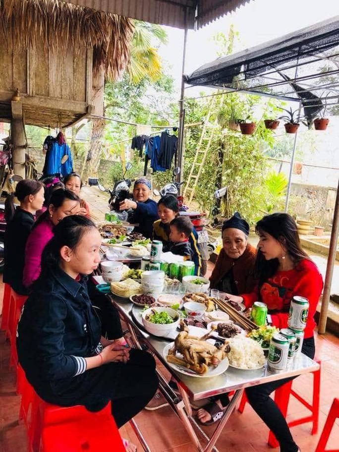 Bữa cơm ấm cúng đầu năm mới của gia đình Bùi Tiến Dũng - Ảnh 4.