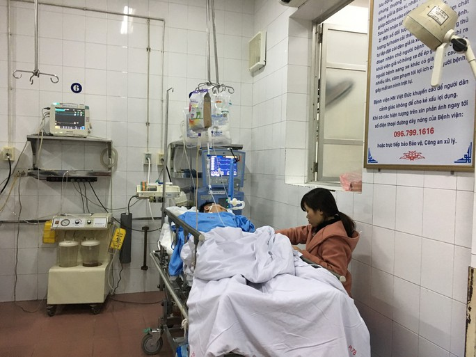 5 ngày Tết: Bác sĩ quay cuồng cấp cứu nạn nhân tai nạn giao thông - Ảnh 4.