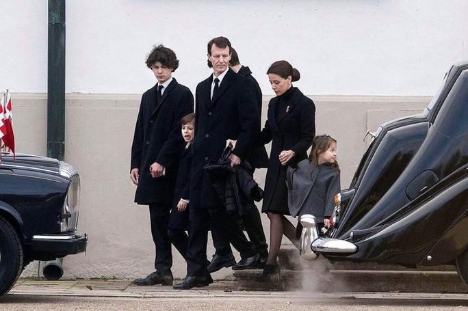 TƯỜNG THUẬT TỪ COPENHAGEN: Lễ tang phu quân nữ hoàng Đan Mạch - Ảnh 6.