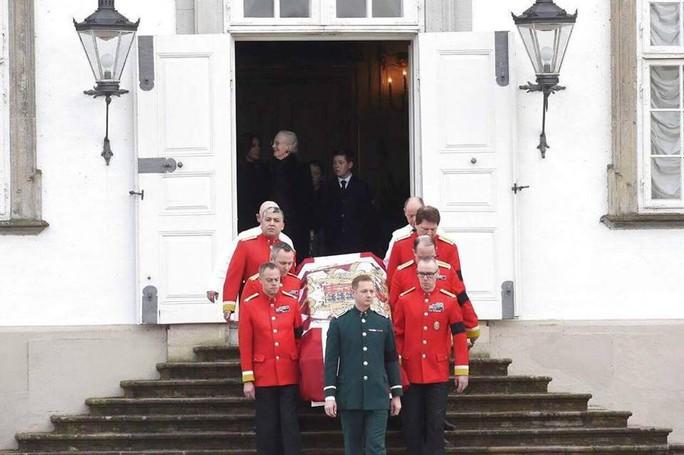 TƯỜNG THUẬT TỪ COPENHAGEN: Lễ tang phu quân nữ hoàng Đan Mạch - Ảnh 3.