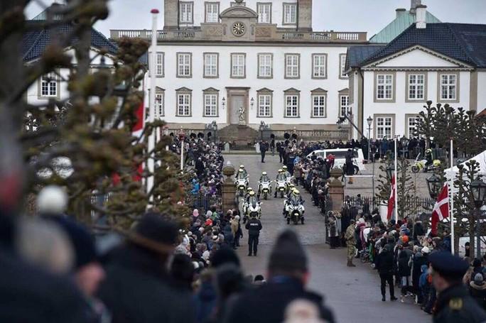 TƯỜNG THUẬT TỪ COPENHAGEN: Lễ tang phu quân nữ hoàng Đan Mạch - Ảnh 1.