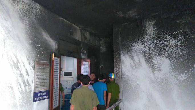 Cháy trung tâm viễn thông, mạng 3 huyện thất thủ - Ảnh 4.