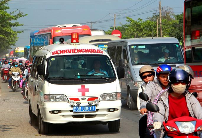 Ô tô đổ về miền Tây, Tiền Giang ùn tắc nhiều nơi - Ảnh 10.