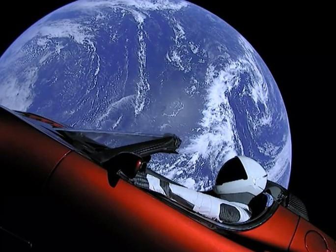 Xe điện không gian của Elon Musk có thể đâm vào trái đất - Ảnh 1.