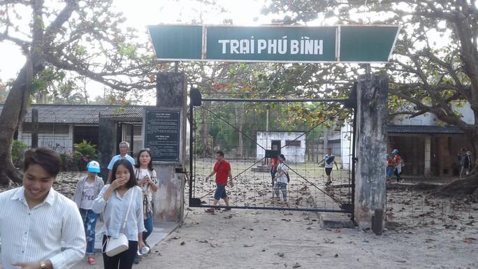 Đầu năm, tấp nập người viếng mộ chị Sáu và tham quan nhà tù Côn Đảo - Ảnh 11.