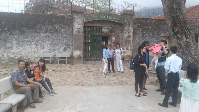 Đầu năm, tấp nập người viếng mộ chị Sáu và tham quan nhà tù Côn Đảo - Ảnh 16.
