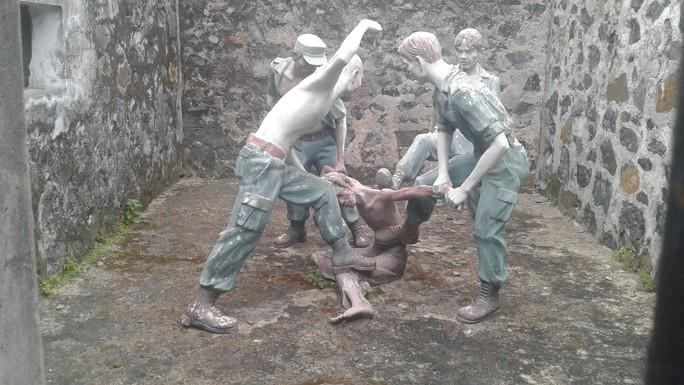 Đầu năm, tấp nập người viếng mộ chị Sáu và tham quan nhà tù Côn Đảo - Ảnh 27.