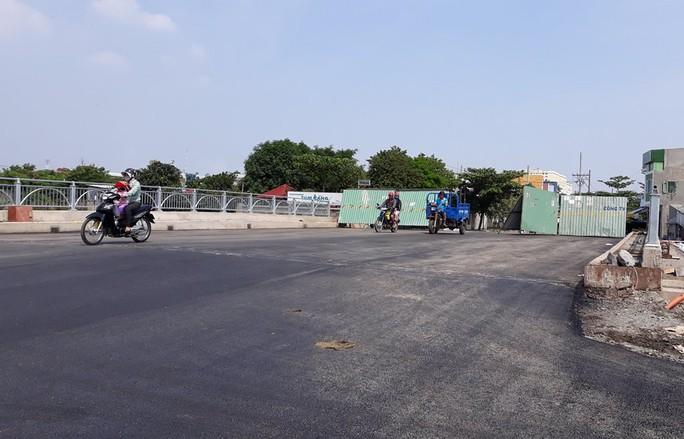 Cầu sắt nối quận 12-Bình Tân bị sụp được thay mới - Ảnh 1.