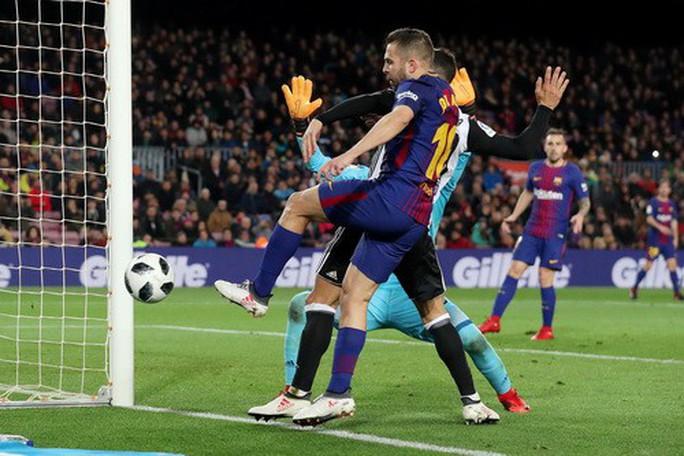 Thắng khó Valencia, Barcelona chạm tay vé chung kết Cúp Nhà vua - Ảnh 3.