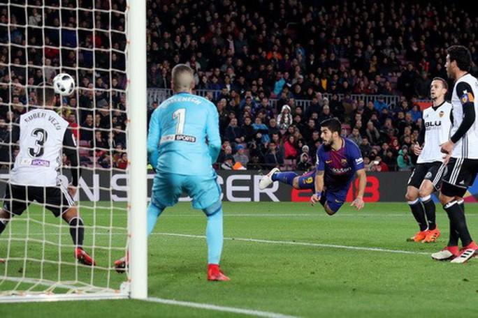 Thắng khó Valencia, Barcelona chạm tay vé chung kết Cúp Nhà vua - Ảnh 5.