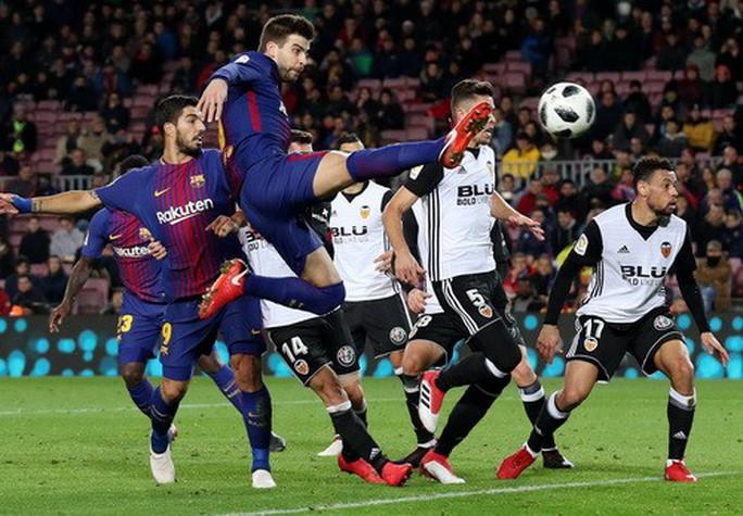 Thắng khó Valencia, Barcelona chạm tay vé chung kết Cúp Nhà vua - Ảnh 2.