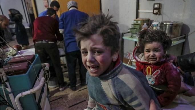 Syria: Quân chính phủ dội bom, hơn 500 dân thường thương vong - Ảnh 1.