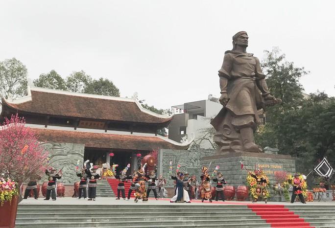 Thủ tướng dự Lễ hội Chiến thắng Ngọc Hồi - Đống Đa 2018 - Ảnh 3.
