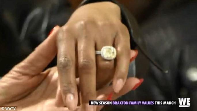 Danh ca Toni Braxton xác nhận đính hôn ở tuổi 50 - Ảnh 2.