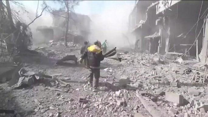Syria: Quân chính phủ dội bom, hơn 500 dân thường thương vong - Ảnh 2.