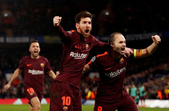 Siêu trung vệ mắc lỗi, Messi lập công giành điểm cho Barca - Ảnh 4.