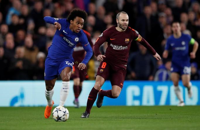 Siêu trung vệ mắc lỗi, Messi lập công giành điểm cho Barca - Ảnh 3.