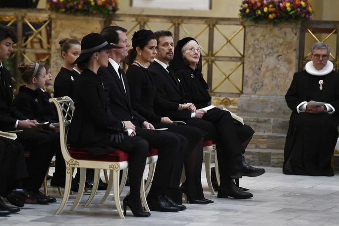 Tường thuật từ Copenhagen: Người Đan Mạch đưa tiễn chồng của Nữ hoàng - Ảnh 3.
