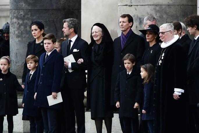 Tường thuật từ Copenhagen: Người Đan Mạch đưa tiễn chồng của Nữ hoàng - Ảnh 2.