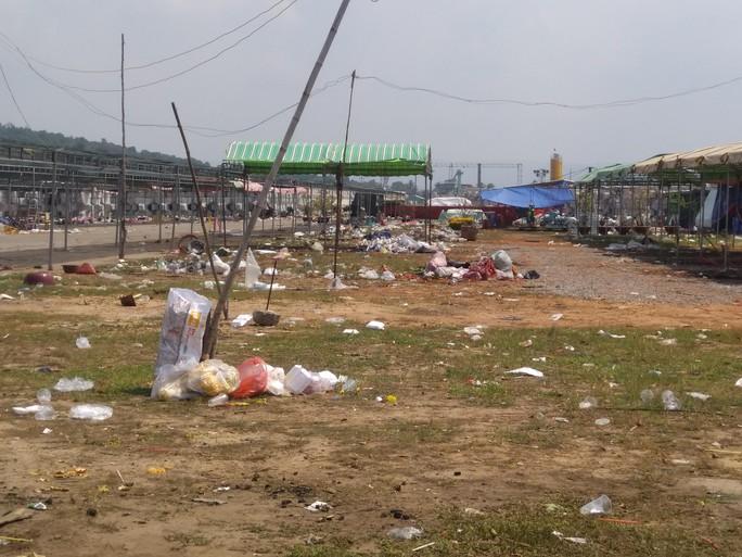 Có đám đông là có rác: Phải xử phạt mạnh tay - Ảnh 1.